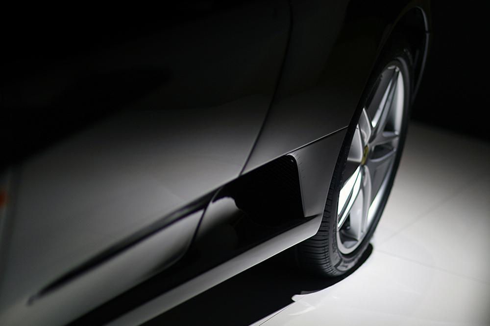 arrière de voiture grise